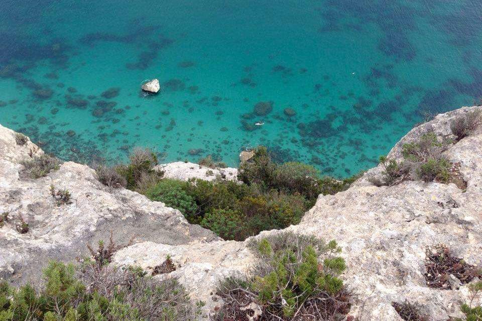 Stehpaddelausflug zu den Klippen von Sella del Diavolo, einem Paradies nur wenige Meter vom Stadtzentrum von Cagliari entfernt