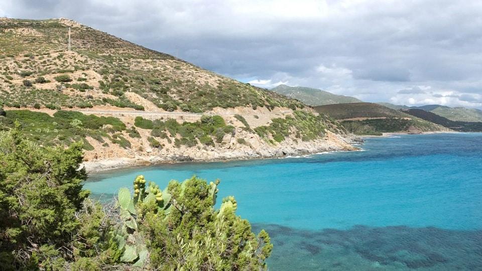 Cala Regina, eine der vielen atemberaubenden Buchten der Küste auf dem Weg nach Villasimius