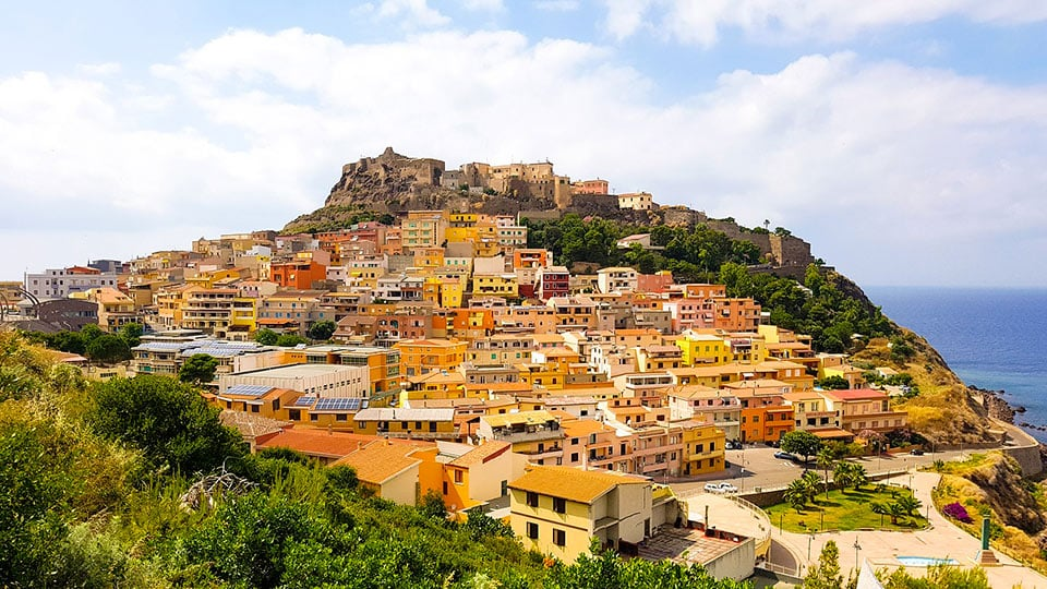 Das Dorf Castelsardo mit seiner mittelalterlichen Kulisse